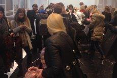Tłum w warszawskiem sklepie z modą H&M