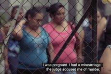 """Salwador to jeden z kilku krajów świata, gdzie obowiązuje bezwzględny zakaz aborcji. Na zdjęciu – kadr z nagrania """"The Guardian""""."""