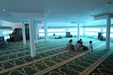 Zwiedzanie meczetu zostało odwołane z powodu nienawistnych komentarzy w sieci.