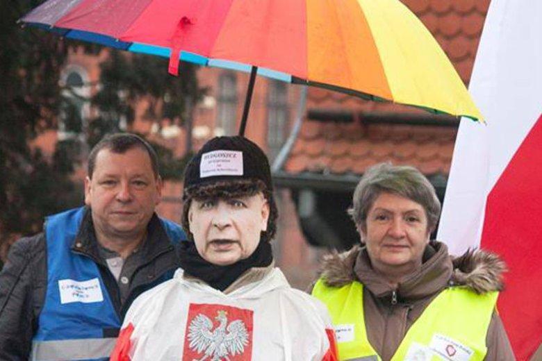 """Krystyna Malinowska w lutym ubiegłego roku pozwała Jarosława Kaczyńskiego za określenie """"najgorszy sort Polaków"""". Sąd jednak uznał, że prezes Prawa i Sprawiedliwości nie jest niczemu winny, a jego wypowiedzi są """"niekonkretne""""."""