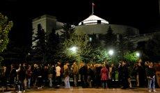 Tłumy zwiedzających przed Sejmem z okazji Nocy Muzeów. 2010 rok.