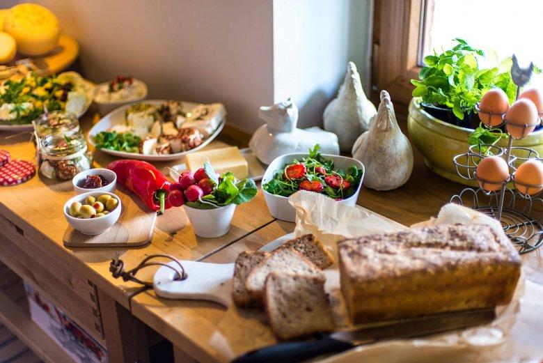 Śniadanie w Lecą Żurawie