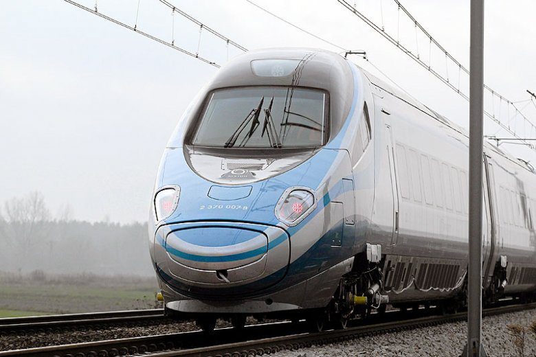 Pociągi Pendolino zanotowały w piątek nawet 100-minutowe opóźnienia.