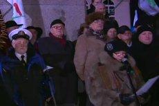 Ludzie na marszu PiS z okazji rocznicy 13 grudnia