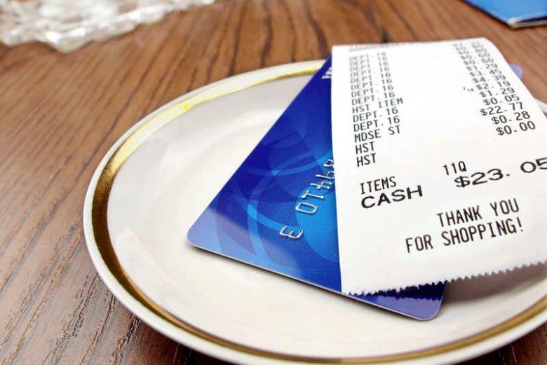 Czy płacenie kartą powoduje, że nie dajemy napiwków?
