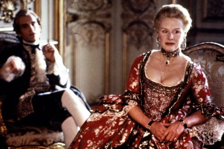 """Glenn Close jako markiza de Merteuil w filmie """"Niebezpieczne związki"""""""