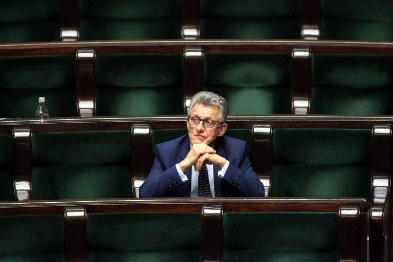 Piotrowicz swoje zrobił, Piotrowicz może odejść. Nie ma co bronić PRL-owskiego prokuratora, czas odsunąć go na bok