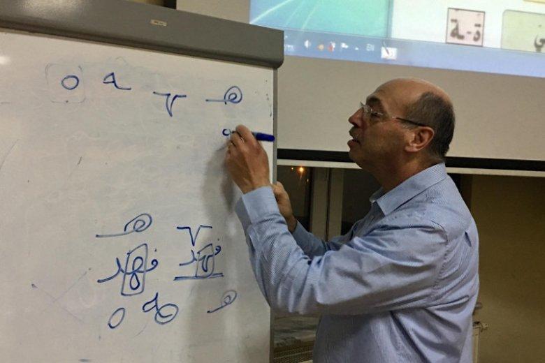 Fahed Jamal, Syryjczyk, uczy w katowickiej parafii języka arabskiego. Na zajęcia przyszło aż 36 osób.