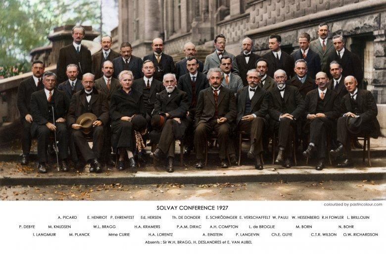 Konferencja Solvaya w roku 1927. Słynne zdjęcie przedstawia wszystkie sławy naukowe z początku XX wieku. Jedyną panią na zdjęciu jest Skłodowska.