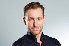 """Piotr Kraśko poprowadzi w TVN nowy program o uchodźcach pt.  """"Wracajcie, skąd przyszliście""""."""