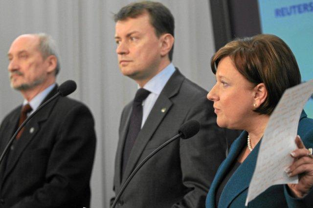 """Macierewicz, Błaszczak, Kempa po 10 tys. zł. Premier przyznała ministrom nagrody """"za zaangażowanie i wkład pracy"""""""