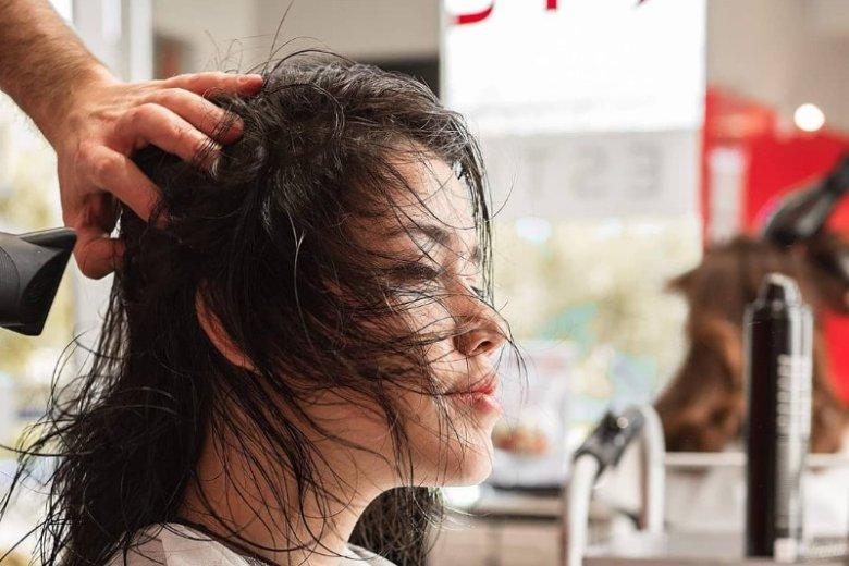 Ogranicz suszenie włosów do minimum
