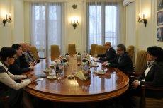 Polska Izba Handlu (na zdjęciu po prawej stronie) jest znana z uczestnictwa w konsultacjach projektowanych ustaw ze stroną rządową. Jej sprzeciw budzi niedawno znowelizowana ustawa antynikotynowa