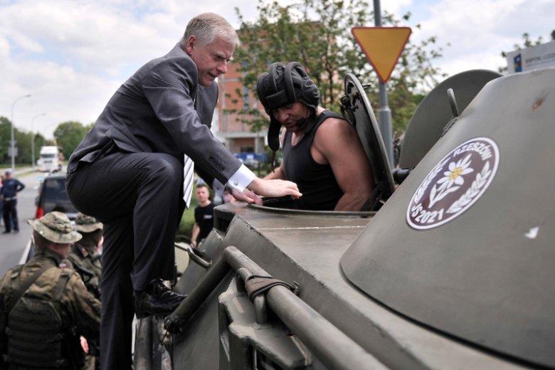 Senator Aleksander Bobko nie lubi wojskowej dyscypliny i często ma inne zdanie niż klub PiS.