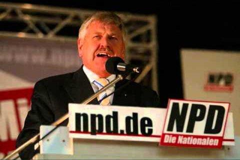 Niemiecki europoseł Udo Voigt, który broni polskiego rządu, ma neonazistowskie poglądy.