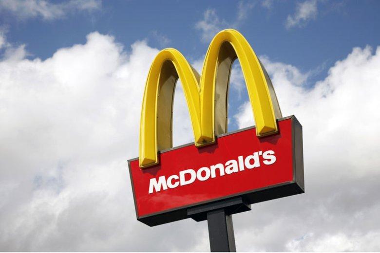 McDonald's szybko postanowił zakończyć erę sałatek. Muszą jednak ustąpić hamburgerom i cheeseburgerom.