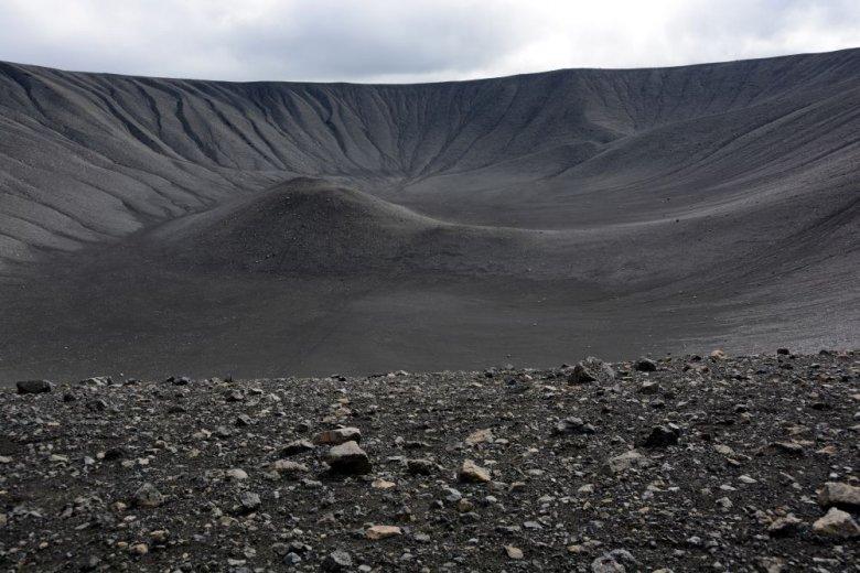 """Wygasły wulkan Hverfjall, Islandia. Jedna z filmowych lokalizacji serialu """"Gra o Tron""""."""