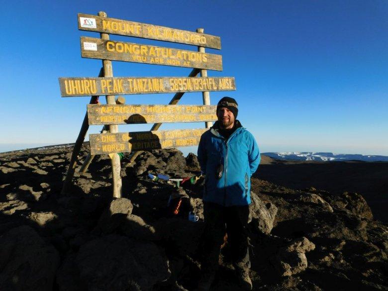 Na szczycie Kilimandżaro w Tanzanii, 5895 metrów wysokości.