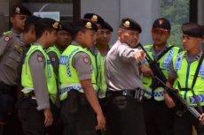 Indonezyjska policja zabezpiecza miejsce egzekucji.