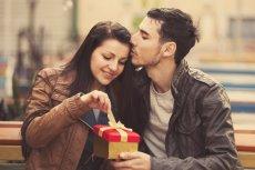 Rozważni czy romantyczni? Polacy w Walentynki zachowują zdrową równowagę.