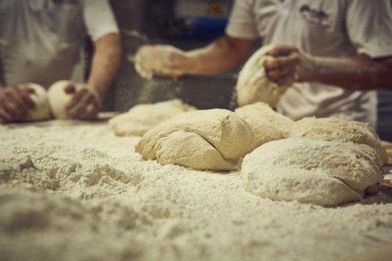 wyrabianie chleba w Putce