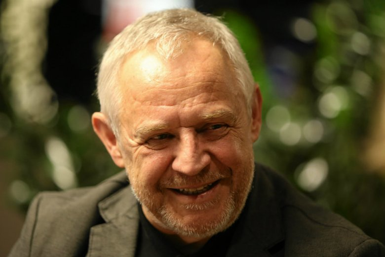 Marek Kondrat znów jako komisarz Halski będzie gościł na ekranach telewizorów. TVP poddała stare taśmy cyfrowej obróbce, emisja pierwszego odcinka już w maju.