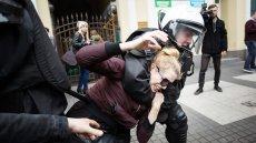 W rozmowie z naTemat funkcjonariusze apelują do chcących protestować Polaków, by nie ryzykowali niepotrzebnych starć z policją i kłopotów z prawem. Ujawniają też, jak wyglądają polityczne rozkazy.