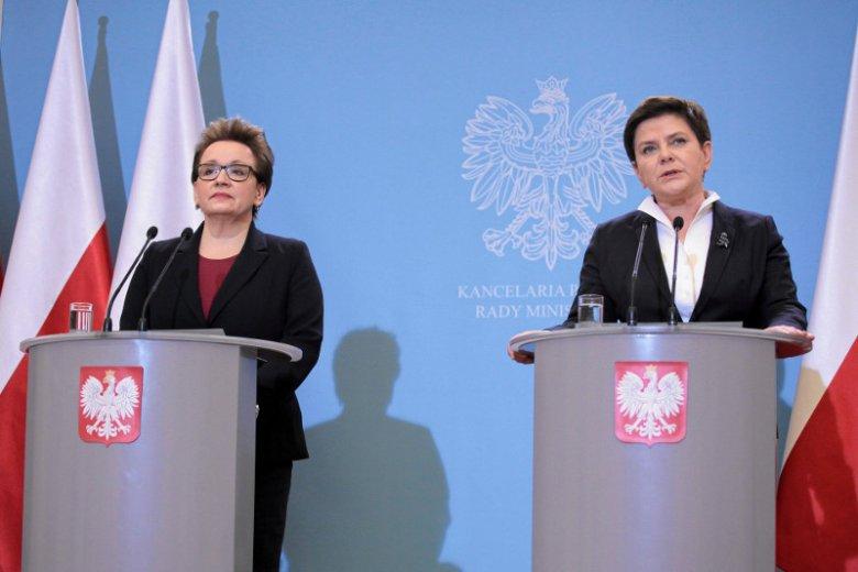 Zdaniem premier Beaty Szydło referendum w sprawie reformy edukacji nie będzie, bo wniosek wpłynął za późno. Na zdjęciu: Anna Zalewska i Beata Szydło podczas konferencji prasowej w styczniu.