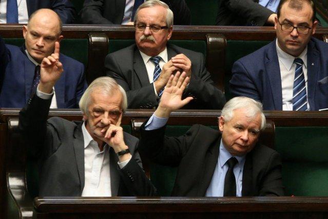 PiS idzie po swoje w urzędach administracji państwowej