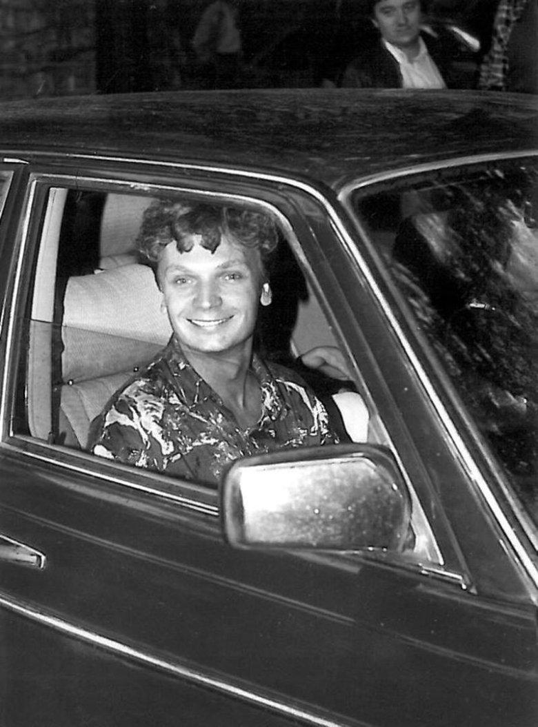 Grzegorz Ciechowski podczas Opola 1990.