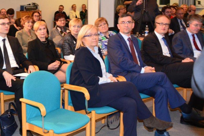 Sędzia Julia Przyłębska i jej mąż ambasador Andrzej Przyłębski podczas dyskusji o TK w ambasadzie w Berlinie
