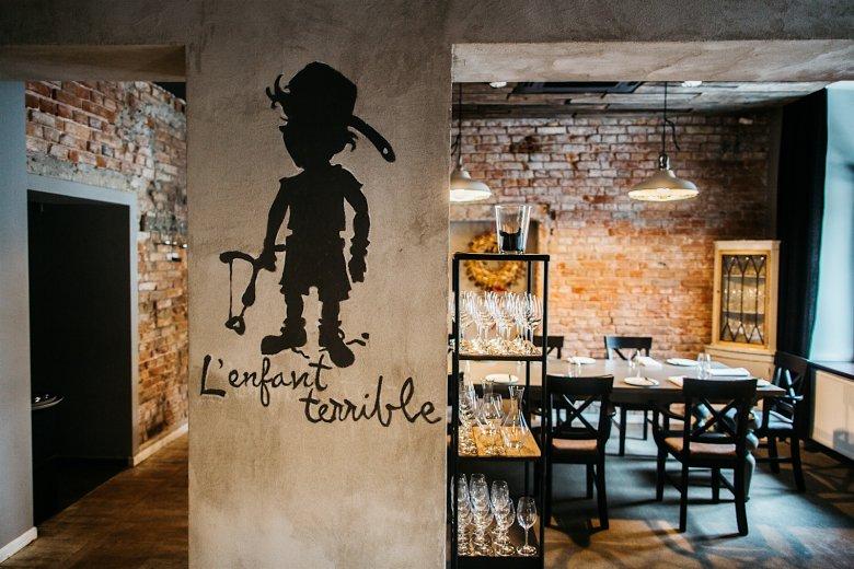 Wnętrze restauracji L'enfant Terrible przy Sandomierskiej 13 w Warszawie.