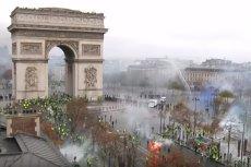 Screen z Guardian News. Po zamieszkach w Paryżu policja aresztowała blisko 400 osób.