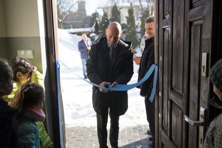 'Dobry Sąsiad'' to rozpoczęty w 2006 roku program firmy Żywiec Zdrój, który poprzez wzmacnianie integracji społecznej, wspieranie bezpieczeństwa oraz troskę o równy dostęp do odpowiedniej jakości wody, stara się wspierać lokalne społeczności.