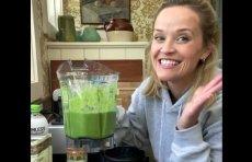 """Reese Witherspoon, czyli kultowa """"Legalna blondynka"""" zdradziła, jaki skład ma jej ulubiony zielony koktajl, któremu zawdzięcza nie tylko szczupłą sylwetkę, ale i nieskazitelną cerę."""