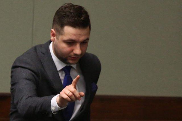 """""""Prace nad ustawą nie budziły kontrowersji, ale tylko do momentu aż na mównice wszedł wiceminister Jaki"""" – opisuje Bogdan Borusewicz."""