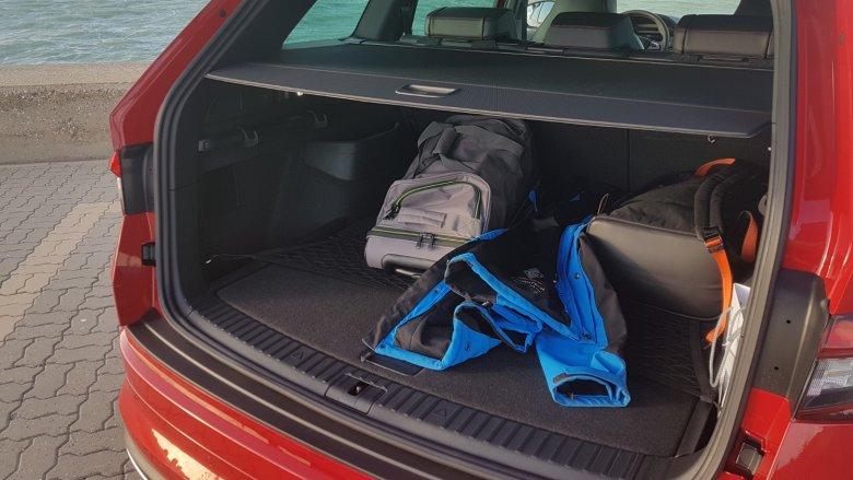 Do bagażnika można zmieścić o wiele więcej niż tylko kilka plecaków i kurtek.