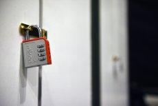 Zamknięci w escape room przez pomyłkę zadzwonili na prawdziwy numer alarmowy. Postawili na nogi warszawską policję.