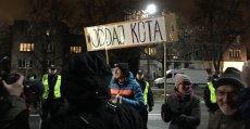 Trwa protest pod domem prezesa PiS Jarosława Kaczyńskiego.