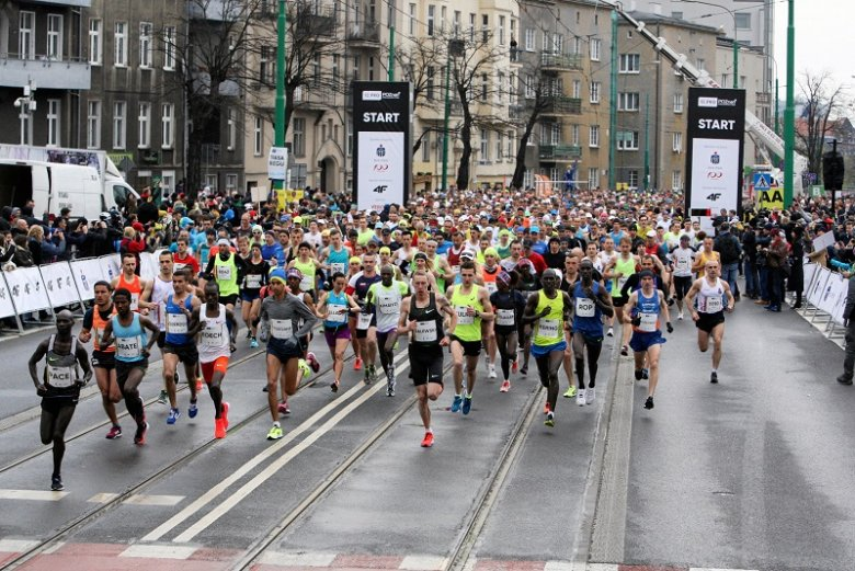 Jeden z uczestników Poznań Półmaratonu zasłabł na trasie. Pomimo reanimacji zmarł.
