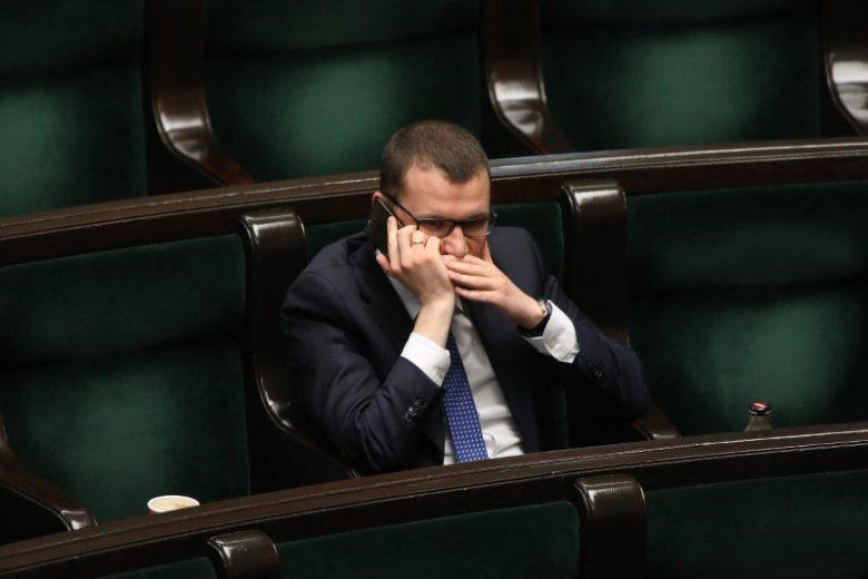 Paweł Szefernaker idzie w zaparte i nadal uważa tysiące młodych Polaków za półgłówków.