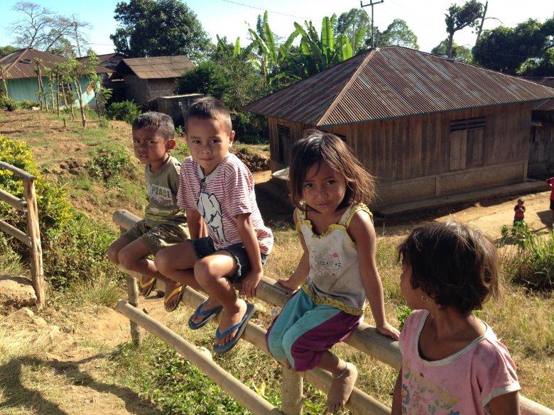 Dzieci w wiosce Nunang. Flores, Indonezja.