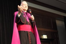 Biskup Thomas Paprocki z diecezji Springfield twierdzi, że osoby, które popierają aborcję, nie powinny przystępować do komunii.