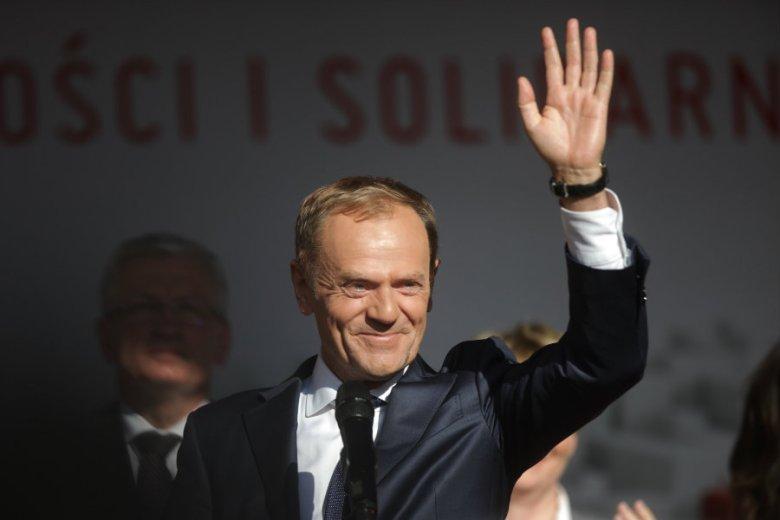 """Polacy w sondażu dla """"Wprost"""" odpowiedzieli, kto powinien zmierzyć się w wyborach prezydenckich z Andrzejem Dudą."""