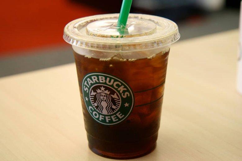 Nawet wybierając kawę mrożoną w seiciówce, decydujemy się na zdrowszą lub mniej zdrową wersję
