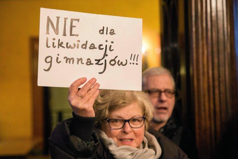 Urząd Miasta Krakowa, listopadowe posiedzenie w sprawie reformy edukacji.