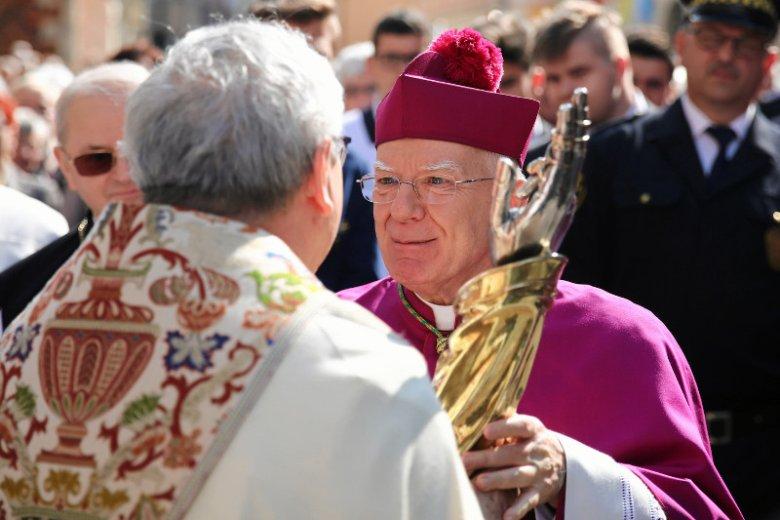 Abp Marek Jędraszewski jest dla części katolików symbolem Kościoła, z którym się nie utożsamiają.