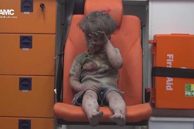 Świat zamarł na widok tego zdjęcia. Aleppo zamiera przy każdym wybuchu bomby...