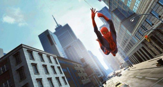 Spiderman przylepia się do… nieba.