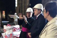Piotr Gliński podczas wizyty w Paryżu oglądał wnętrze katedry Notre Dame.